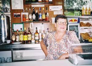 La mujer que hace posible el bar más mítico de Malasaña