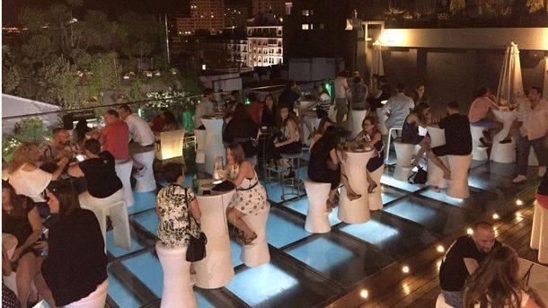 Cócteles y buen ambiente en Sunset Lookers Otear Madrid desde Santo Domingo
