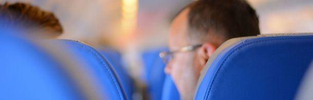 Dos de cada tres españoles han tenido un compañero de avión que olía mal