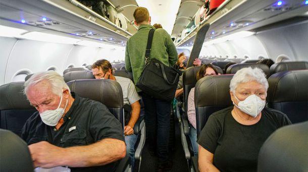 Viajar en avión durante el coronavirus: ¿Qué debemos llevar?