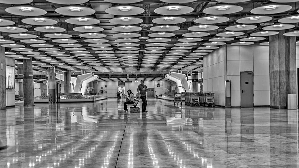 AENA advierte que continúa el desplome de vuelos nacionales e internacionales