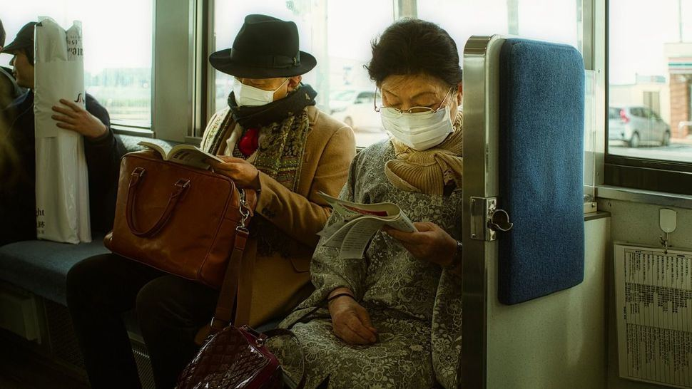 Precauciones para protegerte del coronavirus: ¿Tienes que viajar en las fiestas?