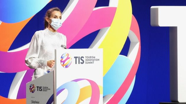 La Reina inaugura en Sevilla la 'Tourist Innovation Summit' en solitario tras la cuarentena del Rey