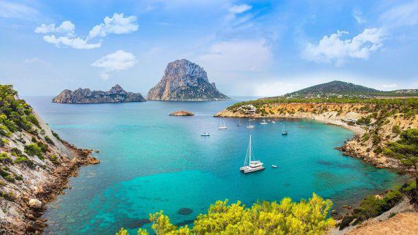 Ibiza abre sus puertas para ofrecer al viajero miles de pequeños tesoros escondido