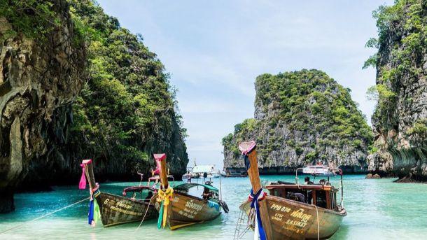 Phuket se convierte en el primer destino tailandés en reabrir a los visitantes extranjeros vacunados sin cuarentena